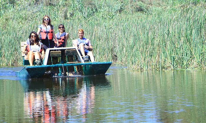 2 אגם ניצנים - כניסה למתחם עם אטרקציות לכל המשפחה