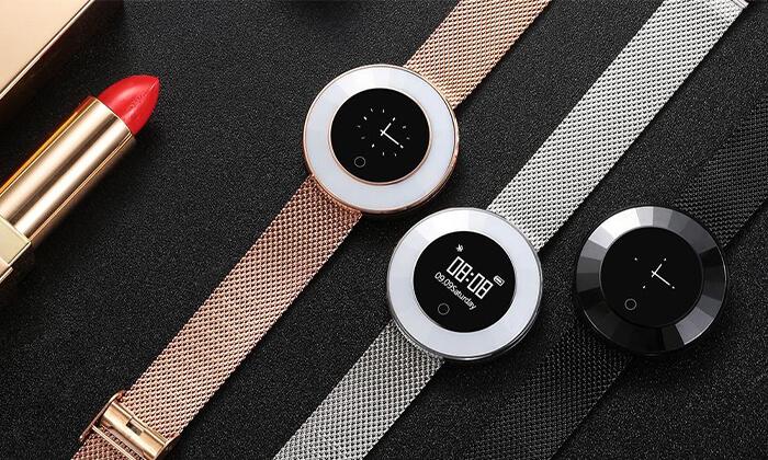 6 שעון חכם עם רצועת מתכת