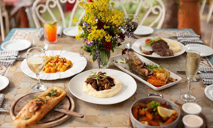2 מסעדת מקום בלב רעננה - ארוחת בוקר או ערב