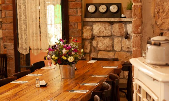 7 מסעדת מקום בלב רעננה - ארוחת בוקר או ערב