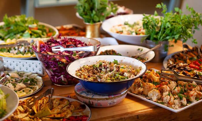 3 מסעדת מקום בלב רעננה - ארוחת בוקר או ערב