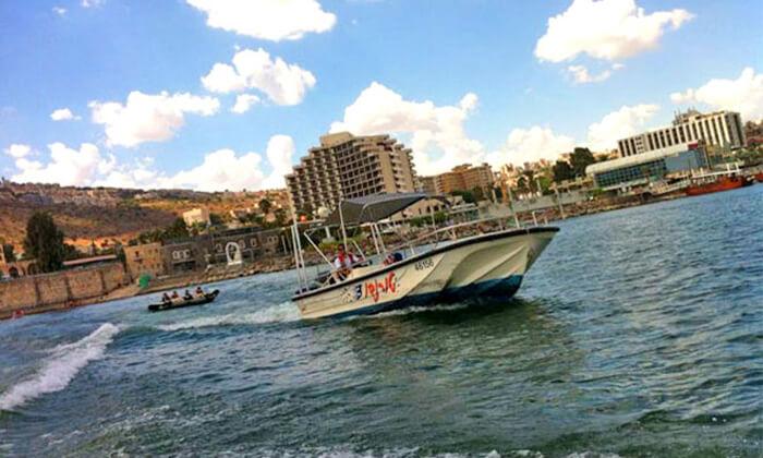 2 שייט בסירת סילון, 'עולם המים' - ספורט ימי על שפת הכנרת