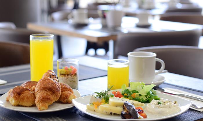 2 ארוחת בוקר בופה במלון לאונרדו נגב, באר שבע