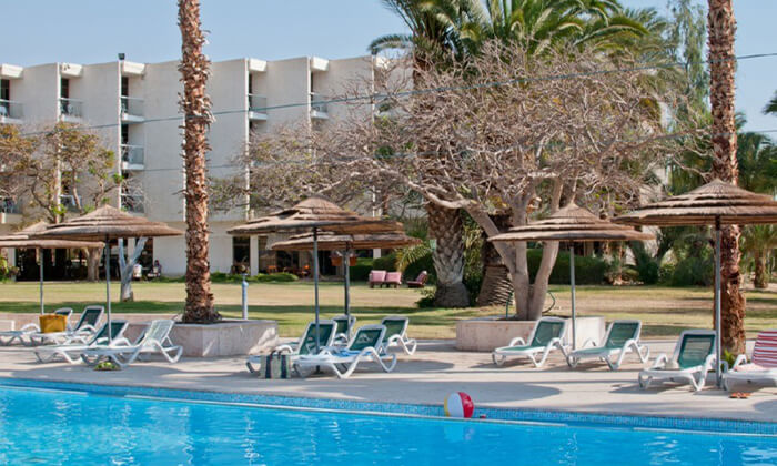 2 יום כיף במלון 'לאונרדו אין' ים המלח, עם ארוחת בוקר ובריכה