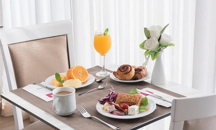3 יום כיף במלון 'לאונרדו אין' ים המלח, עם ארוחת בוקר ובריכה