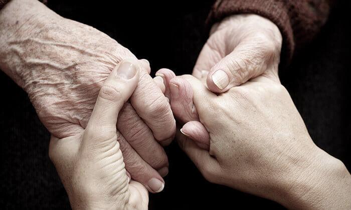 2 תרומה לעמותת אביב הפועלת למען ניצולי השואה