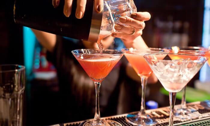 2 זמן אמיתי - סדנת אלכוהול בבית הספר לברמנים בתל אביב