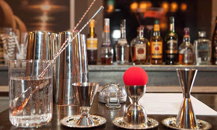 3 זמן אמיתי - סדנת אלכוהול בבית הספר לברמנים בתל אביב