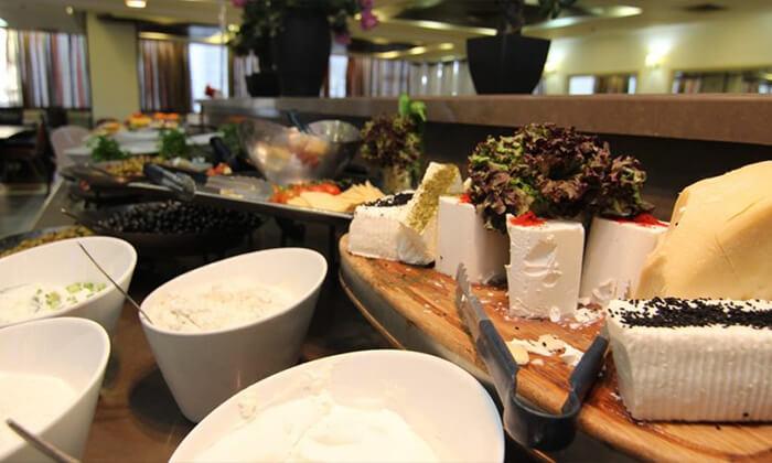 4 ארוחת בוקר במלון קרלטון נהריה