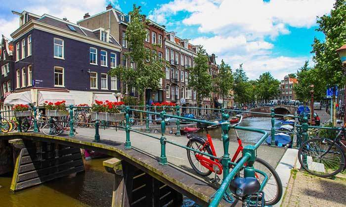 3 אמסטרדם עם אוטובוס hop on-hop off
