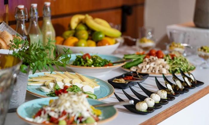 2 ארוחת בוקר במלון לאונרדו ארט, חוף גורדון תל אביב