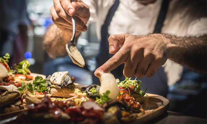 4 מסעדת HFA של שף שחר דבח בעיר התחתית, חיפה - ארוחת פרימיום זוגית