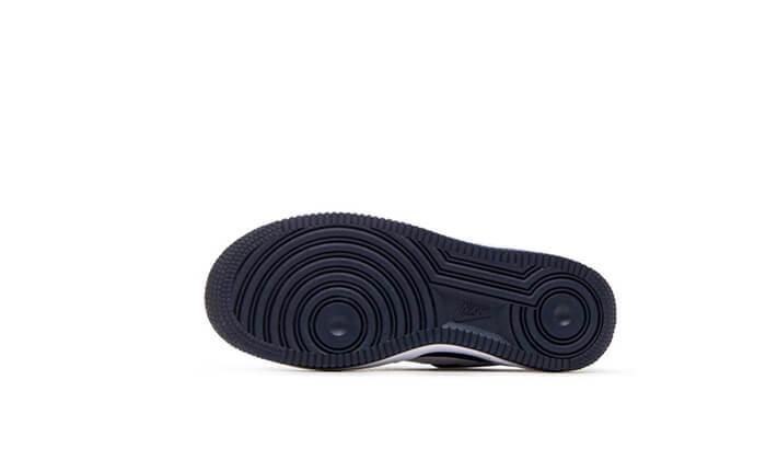 12 נעלי NIKE לגברים, נשים וילדים