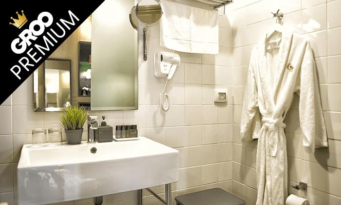 """8 מונטיפיורי 16 - מלון בוטיק אורבני, כולל סופ""""ש"""