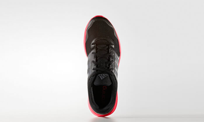 22 נעלי ספורט לנשים Adidas