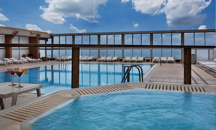 4 ערב פינוק עם עיסוי וספא במלון קראון פלאזה, תל אביב