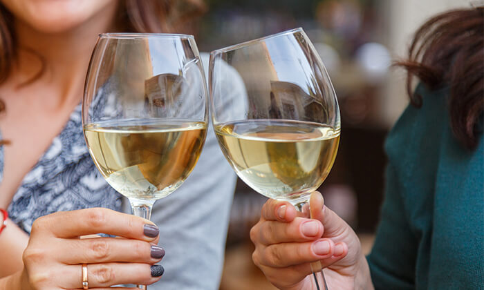 2 סדנאות יין בבית 'איש הענבים' - יפו
