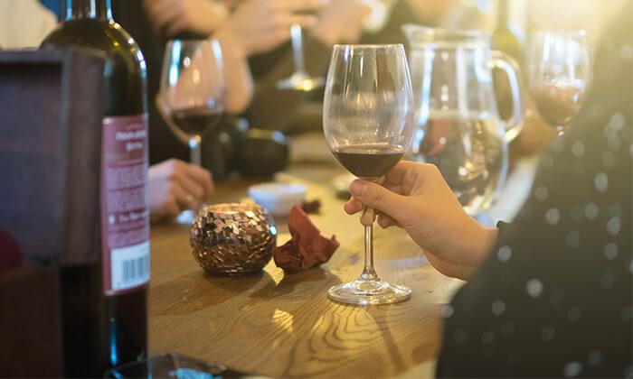 4 סדנאות יין בבית 'איש הענבים' - יפו