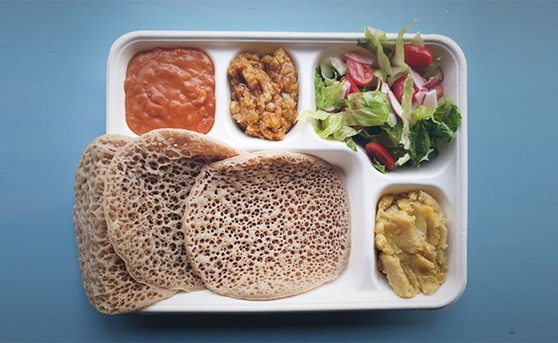 ארוחה אתיופית ב'היילוגה'