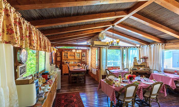 6 חופשה זוגית בבקתות עץ, צימר 'בצל האלה'