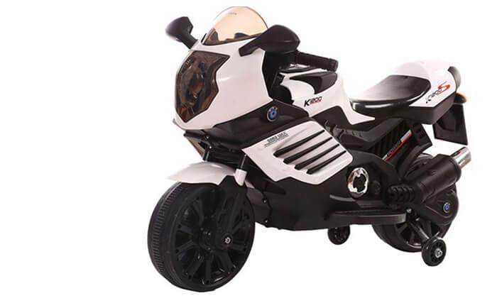 2 אופנוע ממונע עם גלגלי עזר לילדים