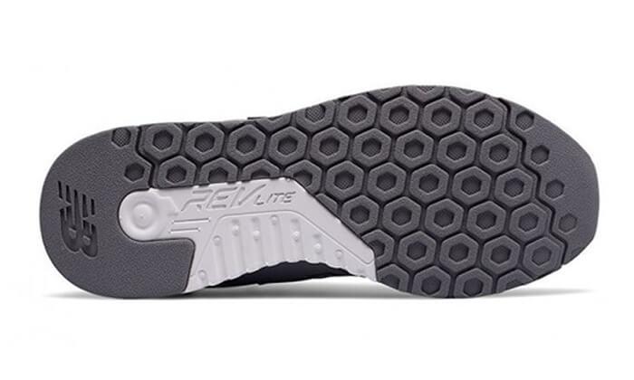 4 נעלי סניקרס-ספורט לנשים NEW BALANCE