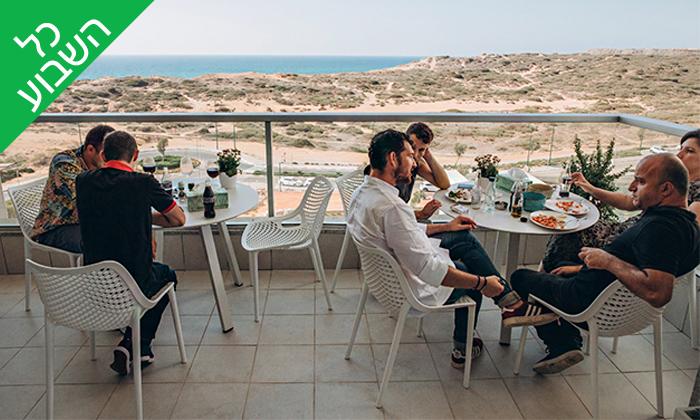 8 ארוחת צהריים זוגית בבבית של דולב ויאסיה - Sea Nior, נתניה