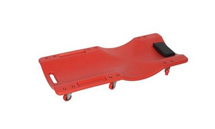 4 מיטת מכונאים על גלגלים