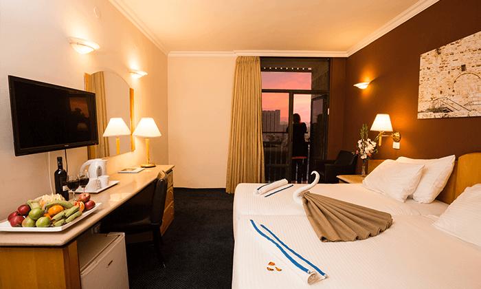 8 חופשה ירושלמית - מלון גני ירושלים וסיור בשוק מחנה יהודה התוסס