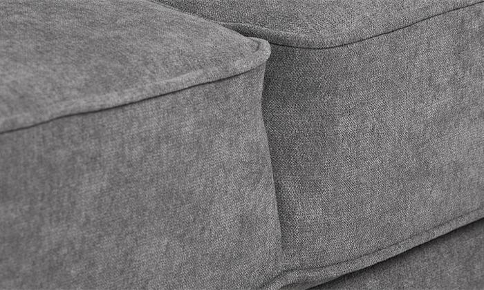 7 שמרת הזורע: ספה תלת מושבית נפתחת