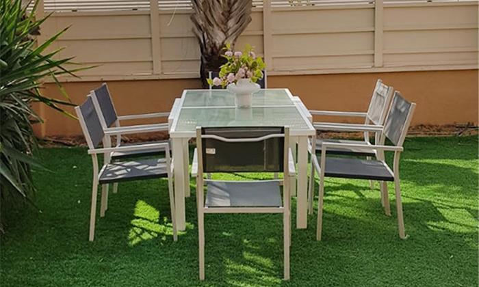 4 שולחןגינה נפתח וארבעה כיסאות תואמים