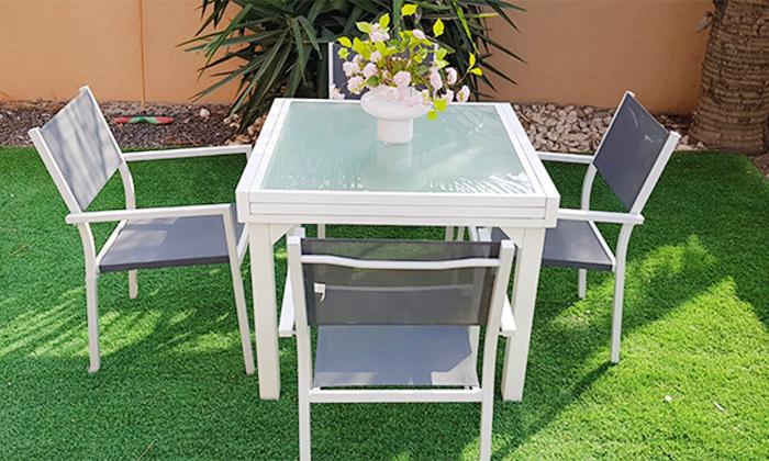 7 שולחןגינה נפתח וארבעה כיסאות תואמים