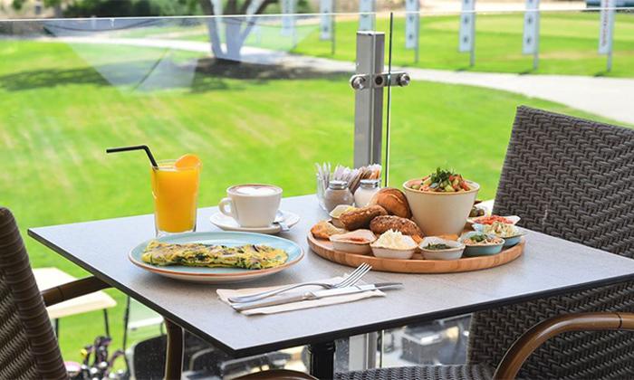 2 קפה בגולף, קיסריה - ארוחת בוקר
