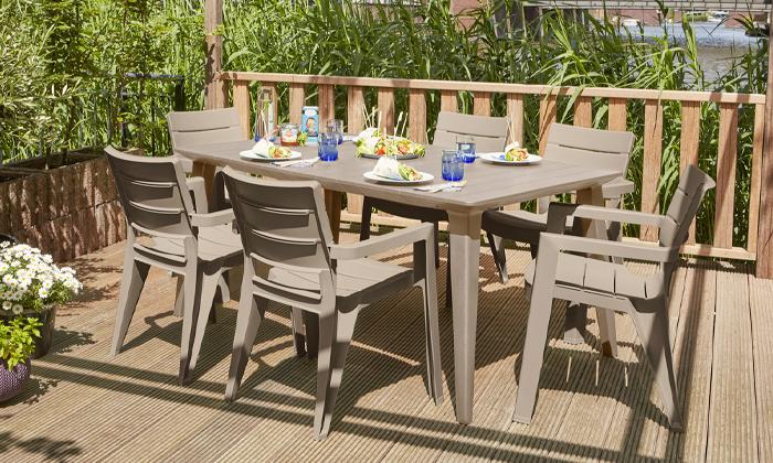 4 כתר: שולחן ושישה כיסאות לגינה