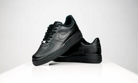 נעליים לנשים NIKE