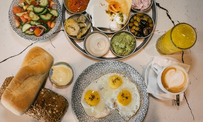 4 ארוחת בוקר זוגית במסעדת תלסהTALASSA, בת ים