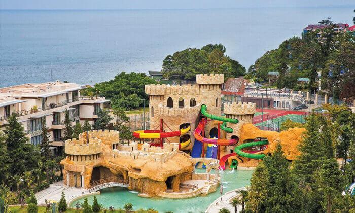 2 יולי-אוגוסט בבטומי - מלון עם פארק מים וחוף פרטי