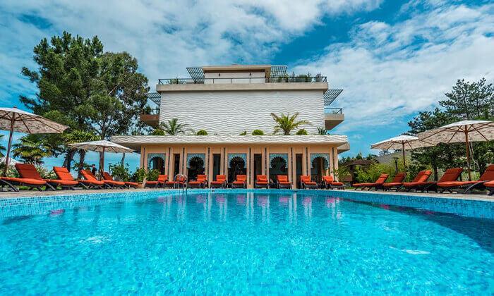 7 יולי-אוגוסט בבטומי - מלון עם פארק מים וחוף פרטי