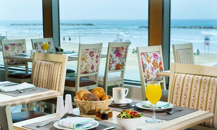 """8 חבילת כיף בחוף גורדון, ת""""א - ארוחת בוקר וגלישת גלים או סאפ"""