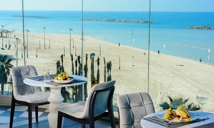 """2 חבילת כיף בחוף גורדון, ת""""א - ארוחת בוקר וגלישת גלים או סאפ"""