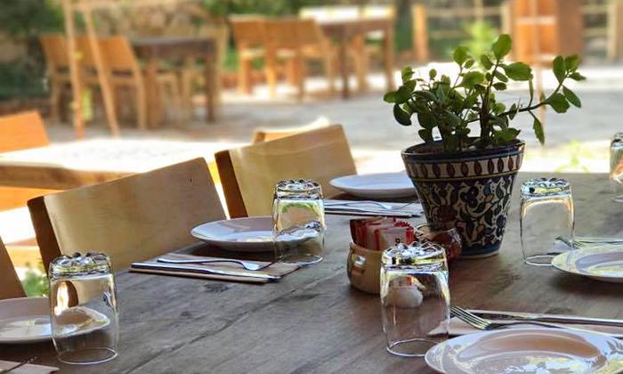 11 ארוחה זוגית במסעדת רשטא, עין ראפה