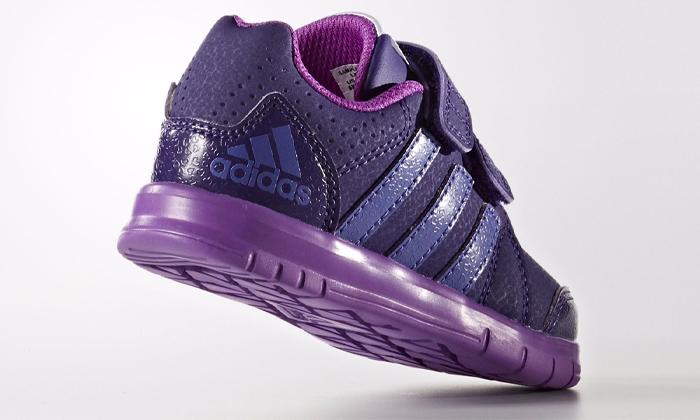 12 נעלי תינוקות Adidas ו-Reebok