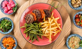 ארוחה במסעדת צ'ומה, גן העיר