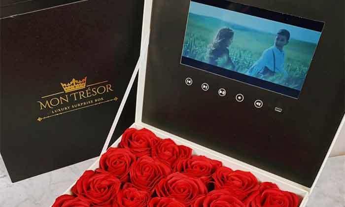 4 מארז מתנה יוקרתי LCD Box עם סרטון וידאו וורדי משי של MON TRESOR