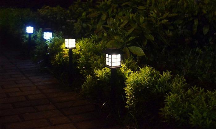 2 מנורות תאורה סולארית לגינה ולמרפסת