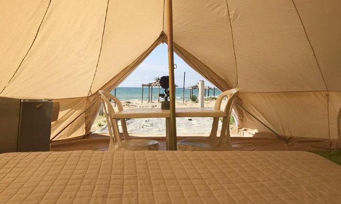 3 לינה באוהל משפחתי ממוזג עם ארוחת בוקר - מתחם הקראוונים חוף בצת