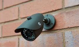 מצלמת אבטחת לחצר