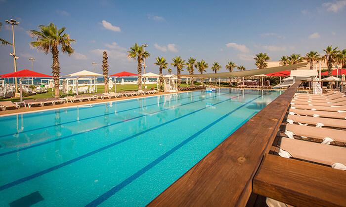 """3 חופשה על רצועת חוף יפהפייה - מלון חוף התמרים בעכו, כולל סופ""""ש"""