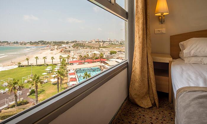 """5 חופשה על רצועת חוף יפהפייה - מלון חוף התמרים בעכו, כולל סופ""""ש"""