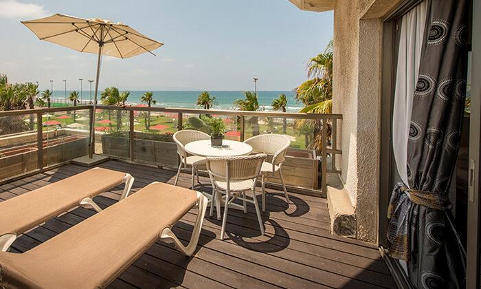 """8 חופשה על רצועת חוף יפהפייה - מלון חוף התמרים בעכו, כולל סופ""""ש"""